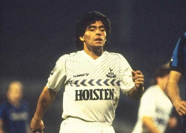 Diego Maradona spelar för Tottenham